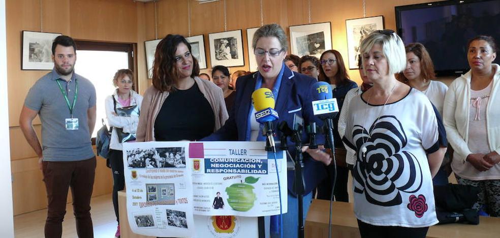 Una exposición fotográfica muestra el trabajo de las mujeres en la provincia de Granada