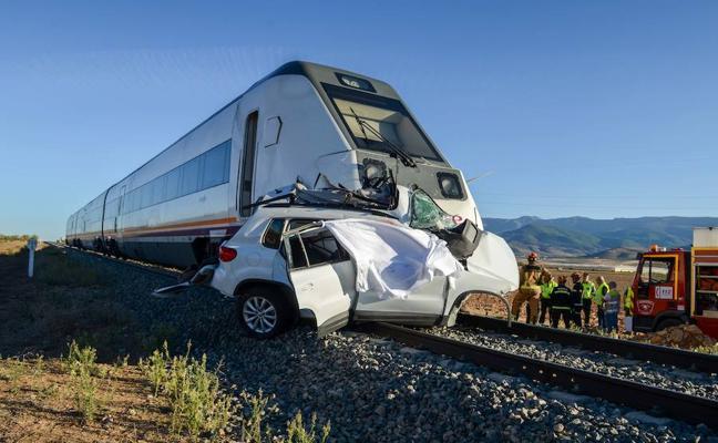 Los dos fallecidos arrollados por un tren en Dólar cuando iban en coche eran vecinos de Moraleda de Zafayona