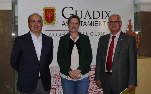 La empresa mixta Aguas de Guadix colabora con Cruz Roja en un programa de promoción del éxito escolar