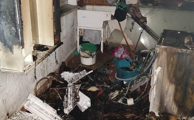 Los Bomberos de Guadix sofocan un incendio en un domicilio particular durante la madrugada