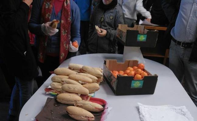 Salud ofrece un desayuno saludable al alumnado participante en el homenaje a Miguel Hernández