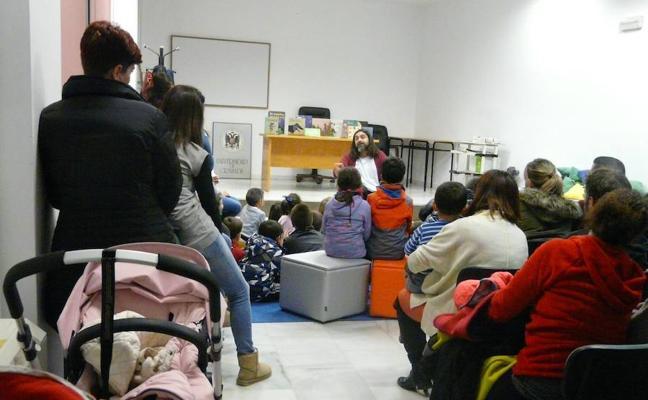 Lleno total en el espectáculo de narración oral infantil y familiar con Pep Bruno