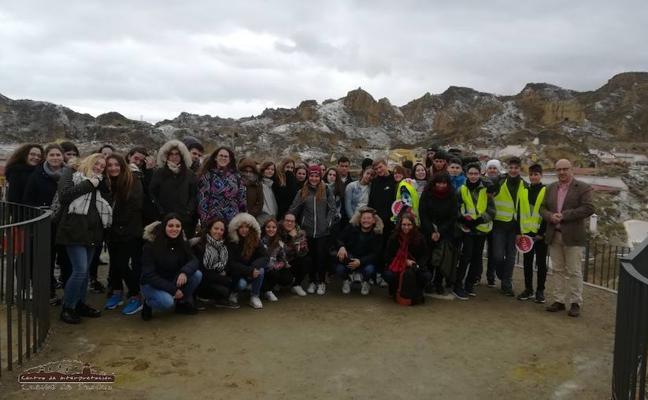 Estudiantes franceses de intercambio visitan la ciudad