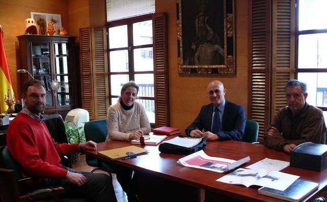 El nuevo delegado de Fomento y Vivienda se reúne con la alcaldesa accitana