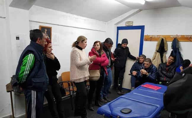 La alcaldesa accitana da la cara ante el Guadix C.F. en una reunión convocada por el club