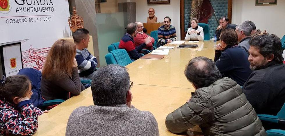 Alcaldesa y Aguas de Guadix abordan con los vecinos de Fátima y Cerros de Medina la falta de presión del agua en sus viviendas
