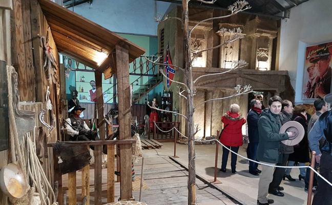 Las visitas a la exposición permanente 'Guadix de cine' se gestionan a través de la Oficina de Turismo
