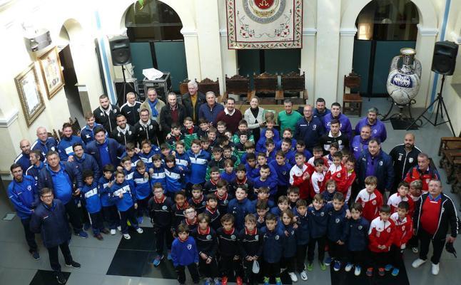 Recepción a los participantes en el Campeonato de Andalucía de Selecciones Provinciales de Fútbol Sala Benjamín