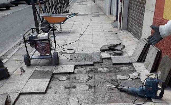 El Ayuntamiento acomete mejoras en el acerado en diversos puntos