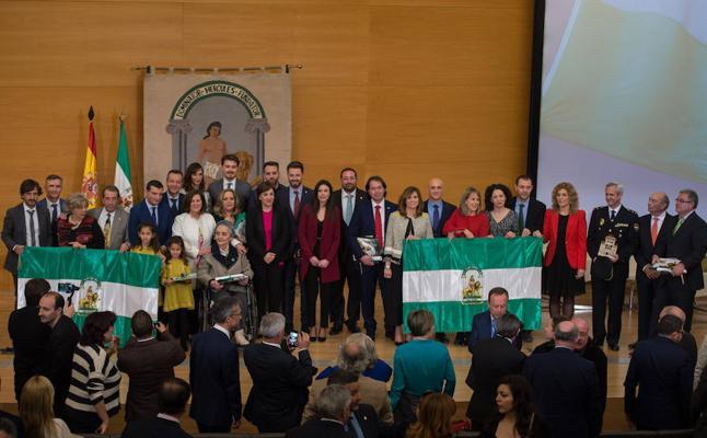 La alcaldesa asiste al acto de entrega de las Banderas de Andalucía otorgadas por la Junta