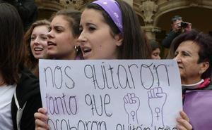 Guadix recuerda a Ana López Ariza en la concentración mensual contra la violencia de género
