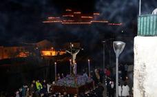 La Misericordia ilumina la noche del Lunes Santo en Guadix
