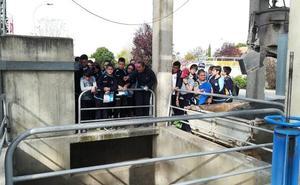 Alumnado de 6º de los colegios de Guadix conoce la Estación Depuradora de Aguas Residuales