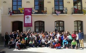 Escolares de Guadix celebran el Día del Libro leyendo «Rinconete y Cortadillo» en la Biblioteca