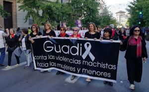 Un grupo de mujeres accitanas participan en la concentración celebrada este miércoles en Granada