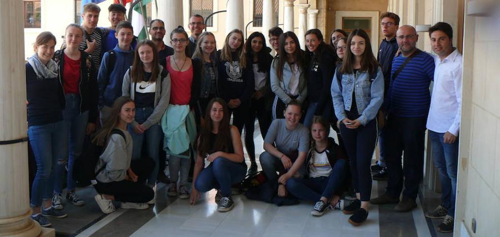 Estudiantes alemanes visitan el Ayuntamiento de Guadix y conocen la ciudad