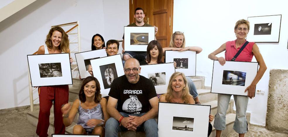 Una muestra reúne once maneras de ver la fotografía en Huétor