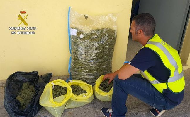 La Guardia Civil interviene 12 kilos de marihuana en un domicilio de Huétor Vega