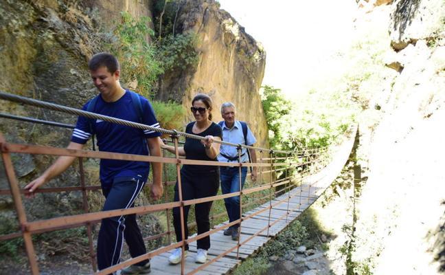 El nuevo acceso a Los Cahorros se ejecutó a través del PFEA con una inversión de 130.000 euros