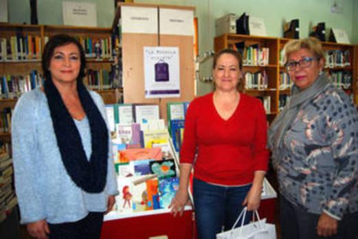 La biblioteca de Huétor estrena un rincón de libros sobre igualdad