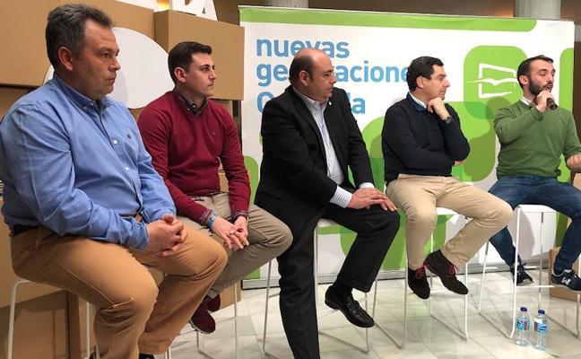 Juanma Moreno visita Huétor