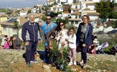 26 familias con bebé participaron en el Día del Árbol en Huétor Vega