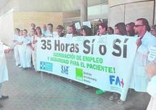 Profesionales sanitarios se concentran por las 35 horas en La Inmaculada
