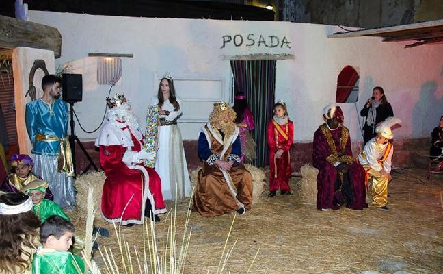 Un pregón en forma de poesía y villancicos da inicio a la Navidad en Garrucha
