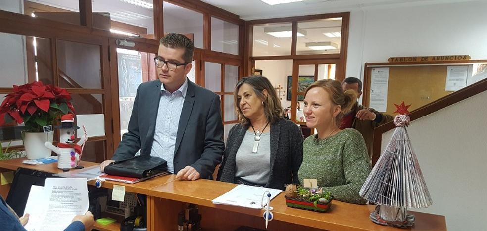 La oposición acusa a la alcaldesa de repartir gratificaciones «a dedo»