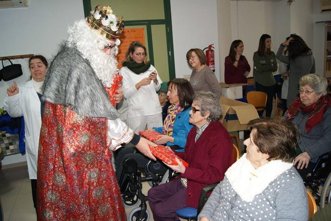 Visita de los Reyes Magos al Centro de Día de Garrucha