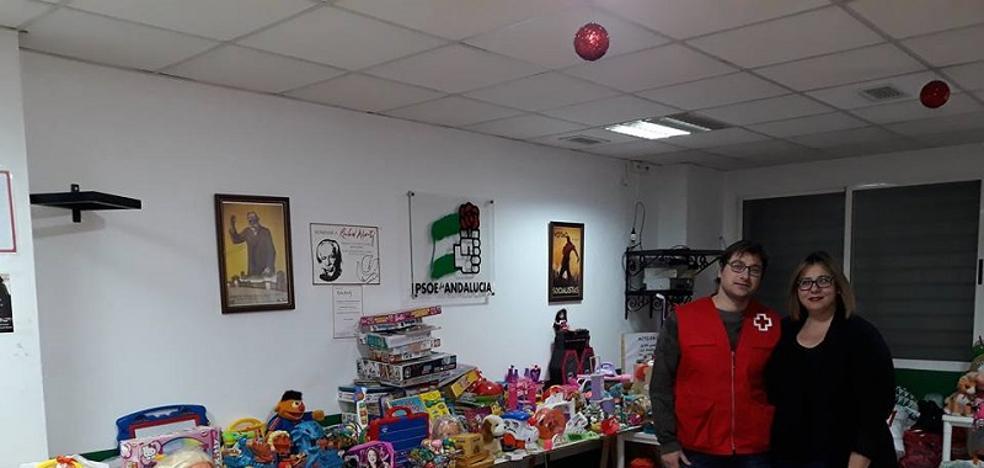 El PSOE entrega juguetes a Cruz Roja y Cáritas para los más desfavorecidos