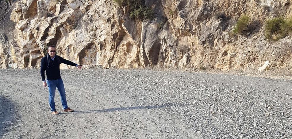 El alcalde de Lubrín denuncia el estado de la carretera de acceso desde El Chive