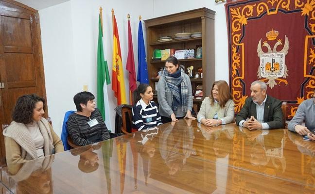 Vera contrata a tres mujeres para el área de Educación a través de los planes de Empleo