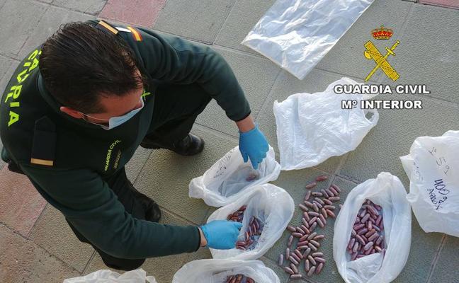 Detenido con 146 bellotas de hachís en una bolsa y en su organismo
