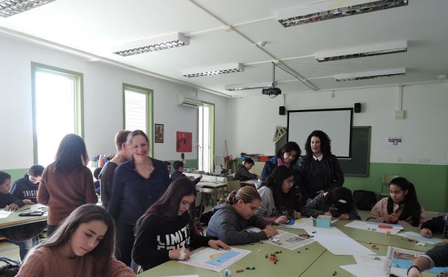 Los alumnos del Rey Alabez aprenden de arte a través de las formas del mar