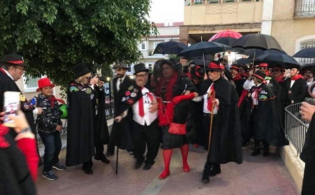 Cuevas celebra el Entierro de la Sardina en el ecuador del carnaval