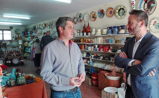 Un maestro alfarero de Sorbas recibe el distintivo 'Andalucía, calidad artesanal'