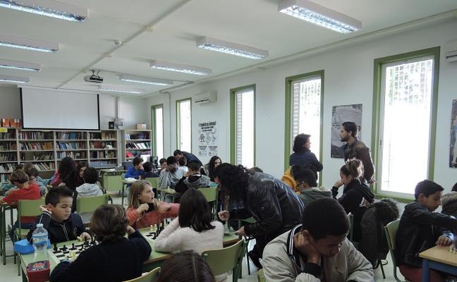 El ajedrez ayuda a integrar a los estudiantes extranjeros en Mojácar