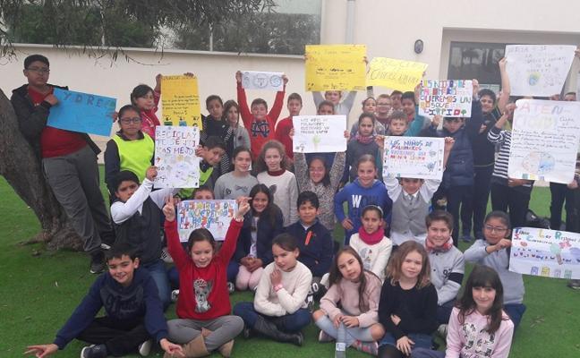 Los escolares de Palomares piden cuidar el entorno durante el Día de la Vieja