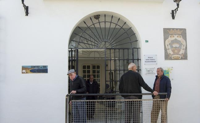 Carboneras destina más de 11.000 euros en ayudar a sus mayores con el pago de los recibos