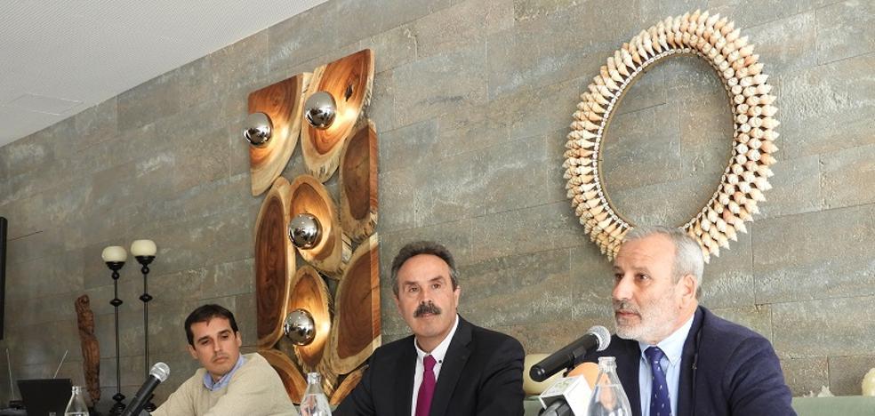 La Junta ofrece colaboración a las pymes turísticas del litoral