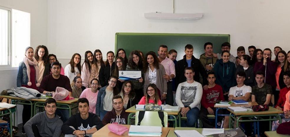 Los estudiantes reciben más de 5.000 euros para el viaje de estudios