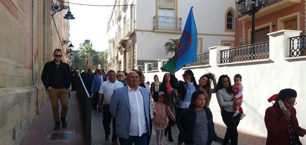 Concentración y actuaciones para conmemorar el Día Internacional del Pueblo Gitano