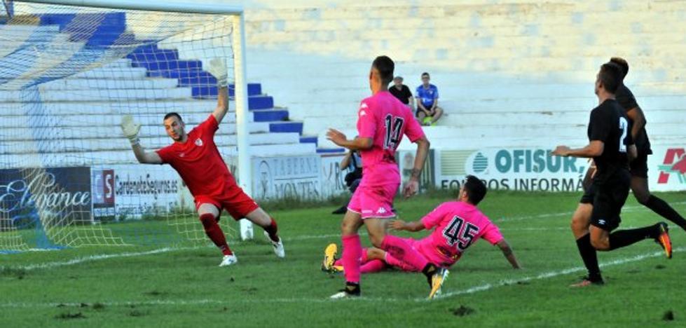 El Córdoba se paseó ante un Linares sin ritmo y que encajó seis goles