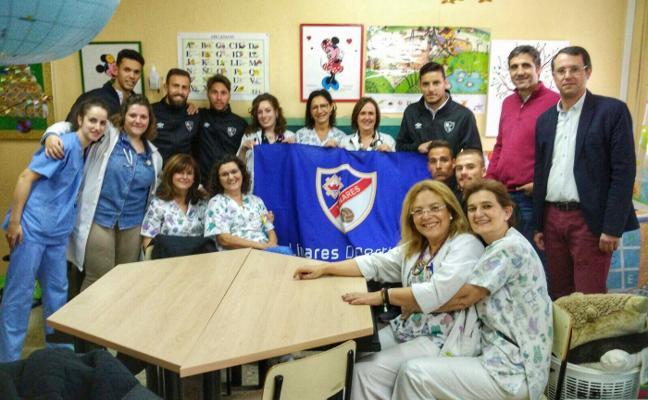 El Linares repartió regalos entre los niños hospitalizados