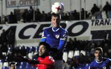 El Linares juega hoy uno de sus dos partidos aplazados, en Loja