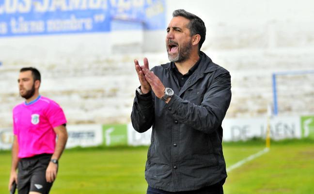 Primer acercamiento entre el Linares y Jaime Molina para la renovación del entrenador