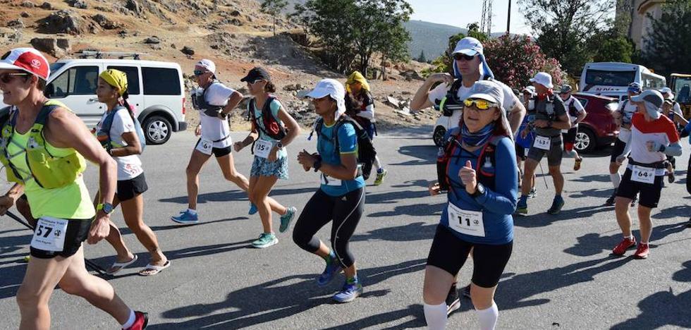 Manuel Pastor y Theresa Falk, líderes en la primera etapa de la Al Andalus Ultimate Trail