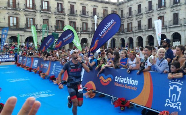 El triatleta hueteño Jorge Núñez logra la medalla de plata en el 'Ironman' de Vitoria