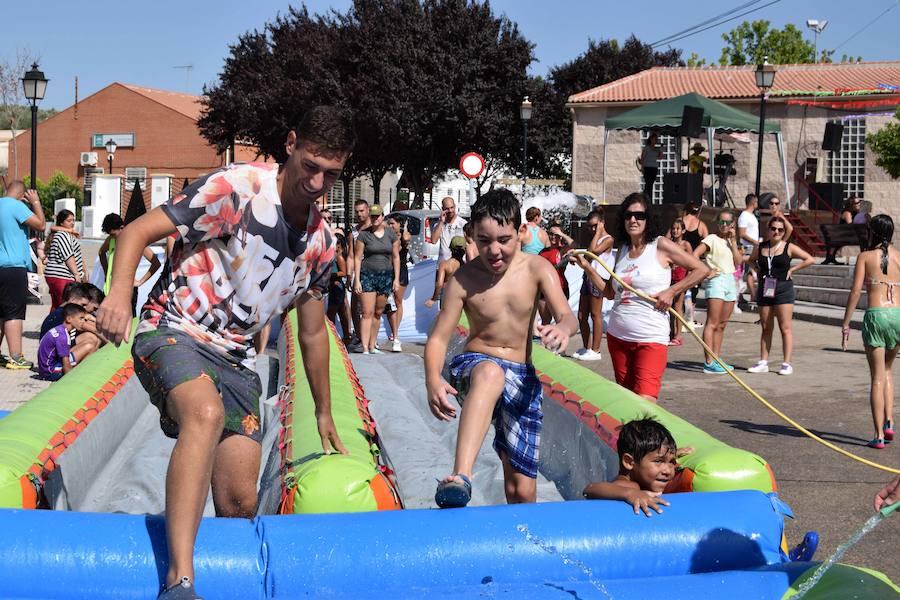 Agua, espuma y carrera 'marrana' para celebrar las fiestas de Santiago